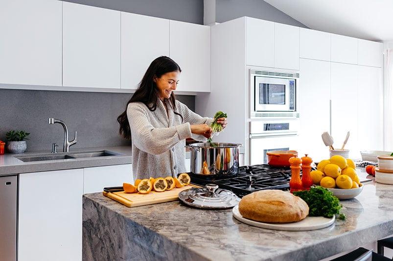 women eating healthy - practicing self-love